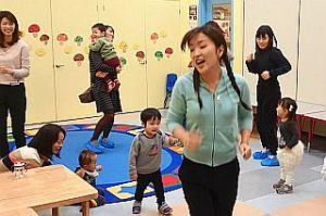 フレンズアカデミー子育て支援広場ぽっぽ リズム体操の様子 2017年11月