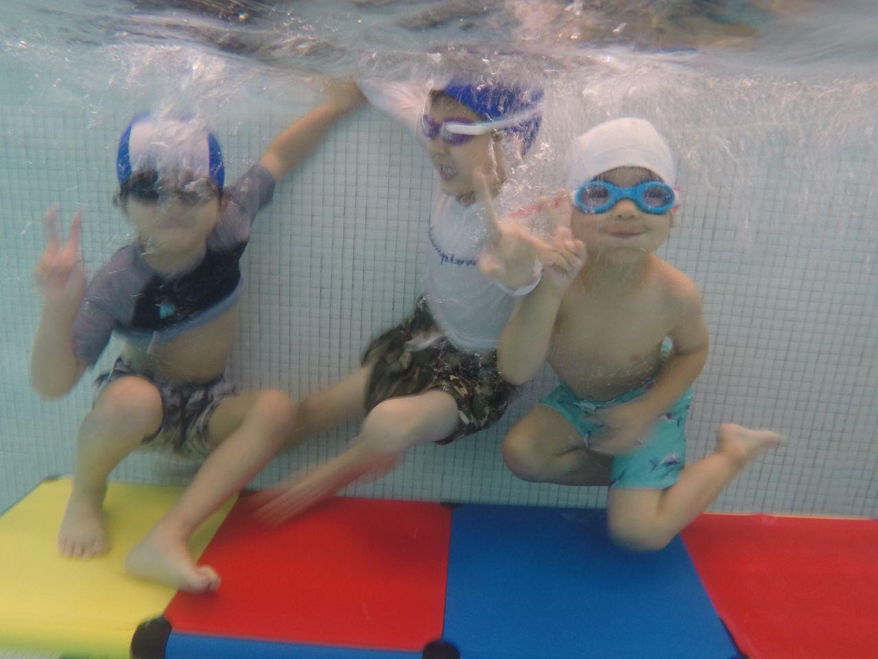 水と友だちになったよ!水泳教室」